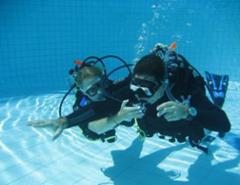 Dive Courses Gili Trawangan learning skills in the pool
