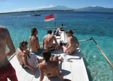 manta boat with dive students