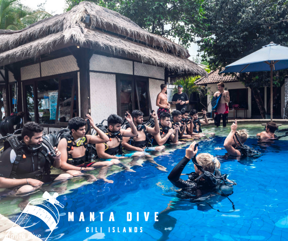 Scuba Skill Update divers in Manta training pool