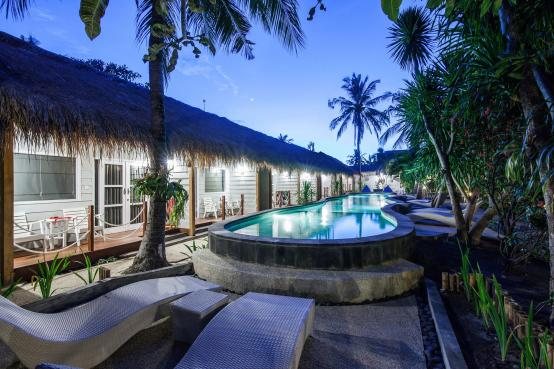 Manta Dive Resort Gili Trawangan pool rooms at night